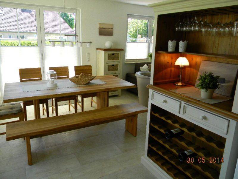 Weinregal und Essbereich Haus Schifferkaten Zingst